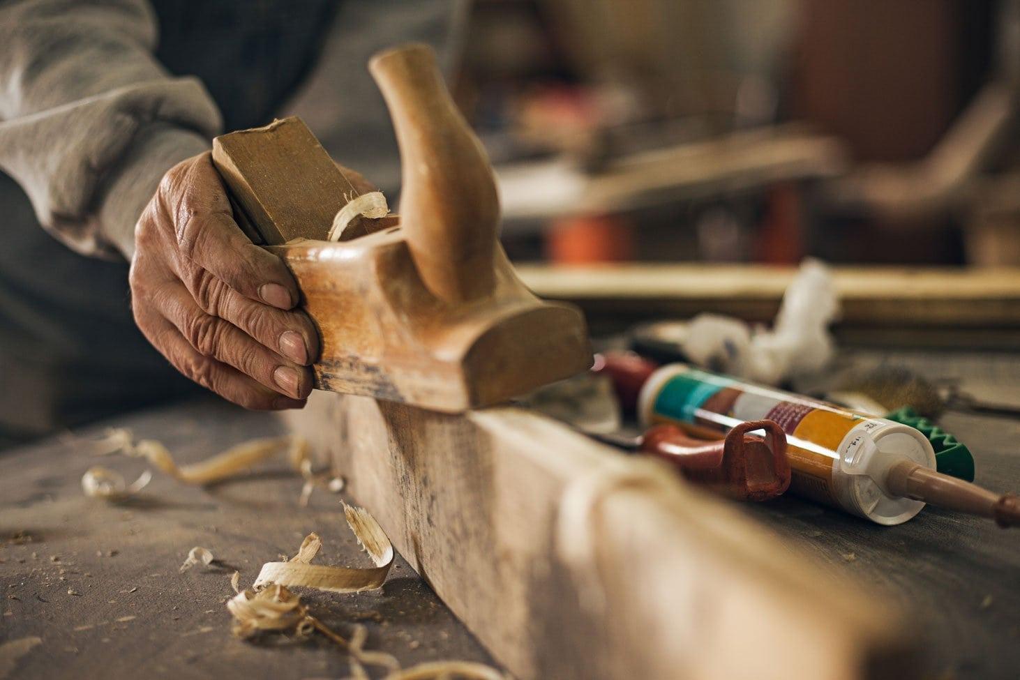 Carpenter-Wood-Work_1462_976_d
